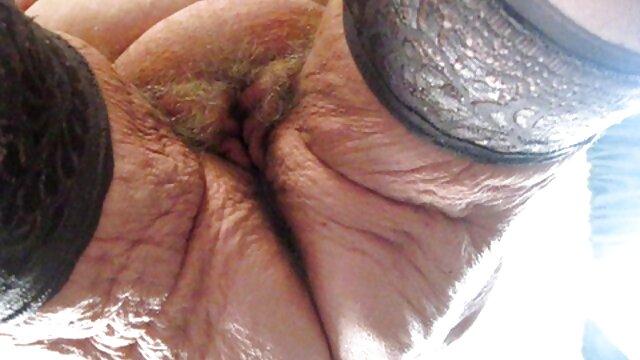 La milf inglesa Gilly da placer a sus pezones peliculas hentai xxx en español y su trasero