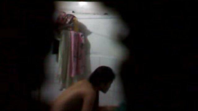 Dos lesbianas milf lamiendo coño en hentai sub sin censura la cámara
