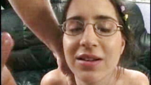 ¡Las lesbianas adolescentes te dejarán boquiabierto! Hermoso video. hentai español