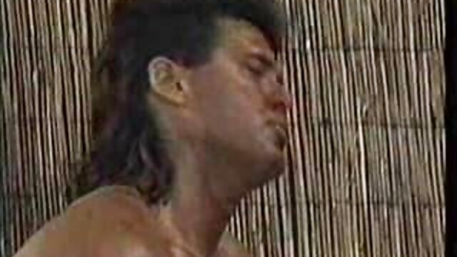 LETSDOEIT incesto español hentai - Teen Maid limpia la casa en topless por 20 $