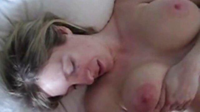 Lesbianas traviesas porno hentai subtitulos español dándose placer mutuamente en la cámara