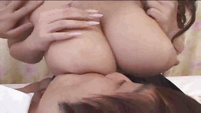 Linda novia toma una polla en la ver hentai en español gratis playa