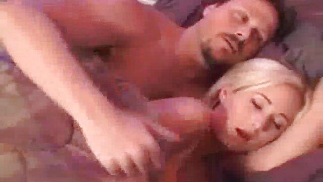 Consolador de bebé caliente follando hentai en español completo su coño peludo