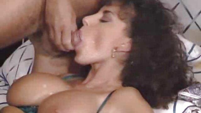 Christine Young se folla hentai español completo a un viejo