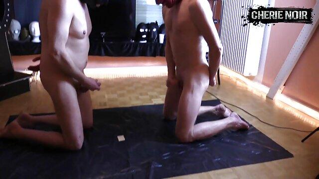 Ophelia Jones se desnuda español hentai con sombrero negro y látigo