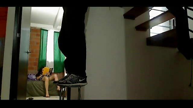 Laina MILF jugando con un consolador xxx hentai subtitulado español