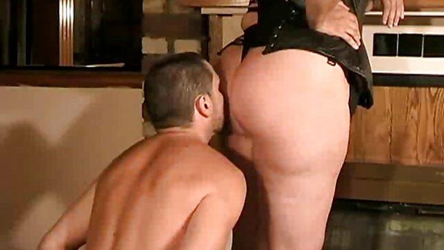 Marica ver hentai español Hase en lencería sexy se masturba en el espejo