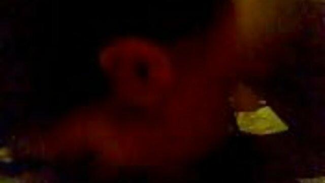 Nena rubia rizada follando su coño jugoso videos porno gratis hentai en español