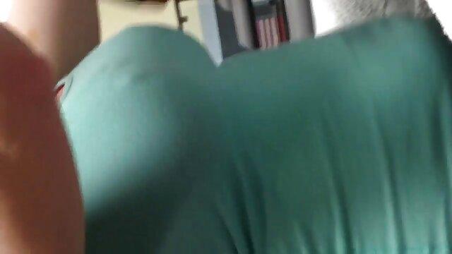 LOL Mira su reacción cuando se corre en su cara - Milf Cums hentay xxx en español