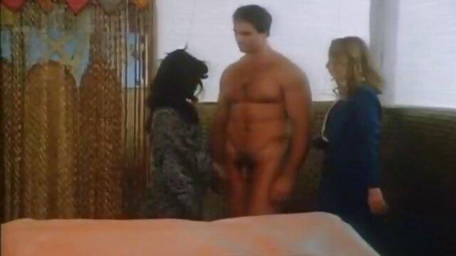 Milf delgada en forma se folla a su amante en casa. ver hentai en castellano Sin audio