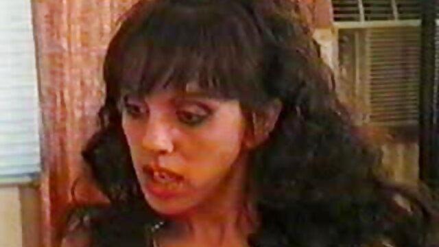 Dos adorables adolescentes folladas incesto hentai en español por un chico