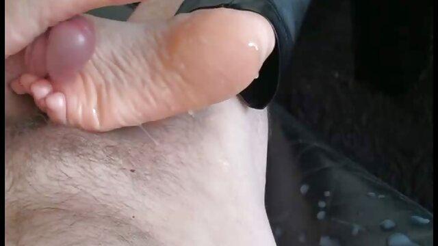 Fumar bebé caliente hentay en español latino se masturba en la cámara
